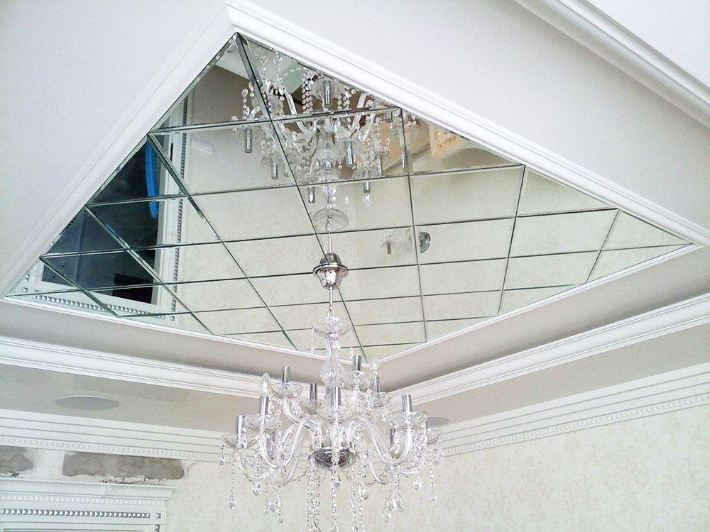 Зеркальный потолок из панно