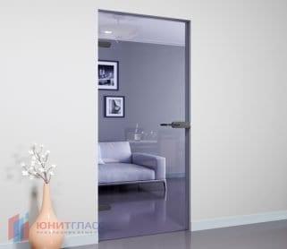 Межкомнатные стеклянные одностворчатые распашные двери