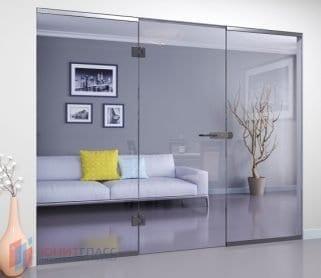 Одностворчатые межкомнатные стеклянные двери с боковыми экранами