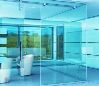 Раздвижные стеклянные двери в системе офисных перегородок (открытый механизм)