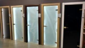 Декоративные стеклянные двери на заказ в Москве