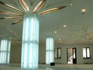 Облицовка колонн стеклом на заказ