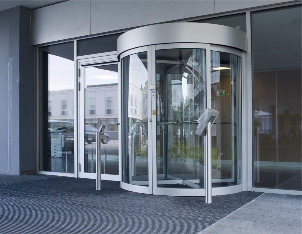 входные двери из стекла
