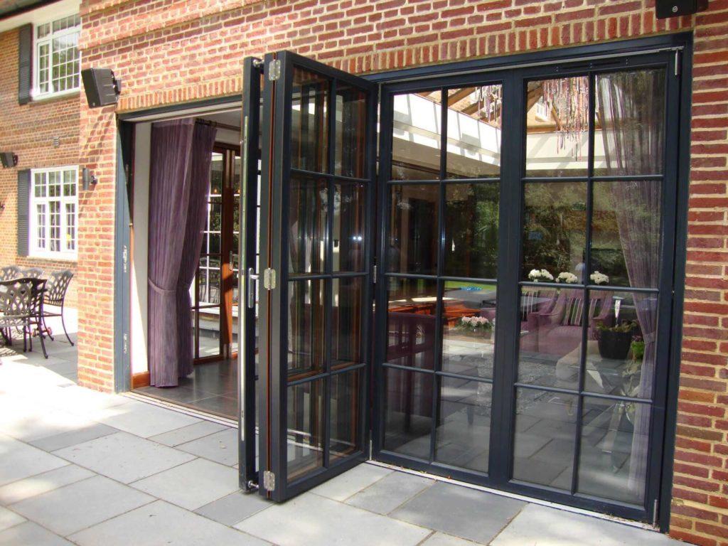 Стеклянные двери с алюминиевой рамой