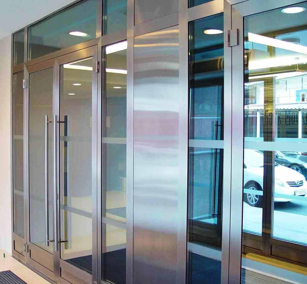 Внутренние двери с металлическим профилем