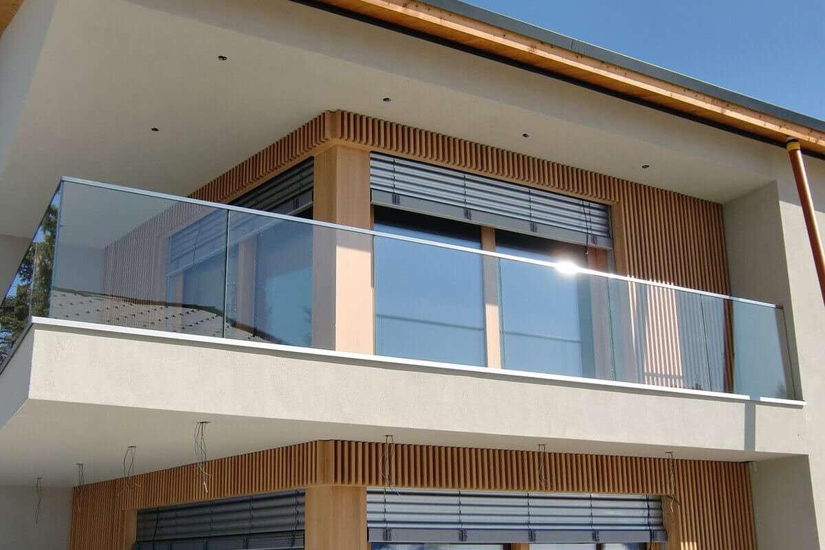 Ограждения из стекла для балконов