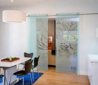 Стеклянные двери для гостиной
