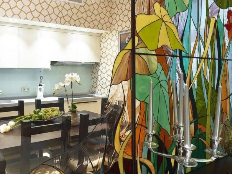 Витражное остекление перегородок на кухне в Москве фото