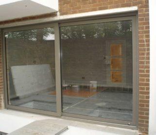 Уличные стеклянные раздвижные двери